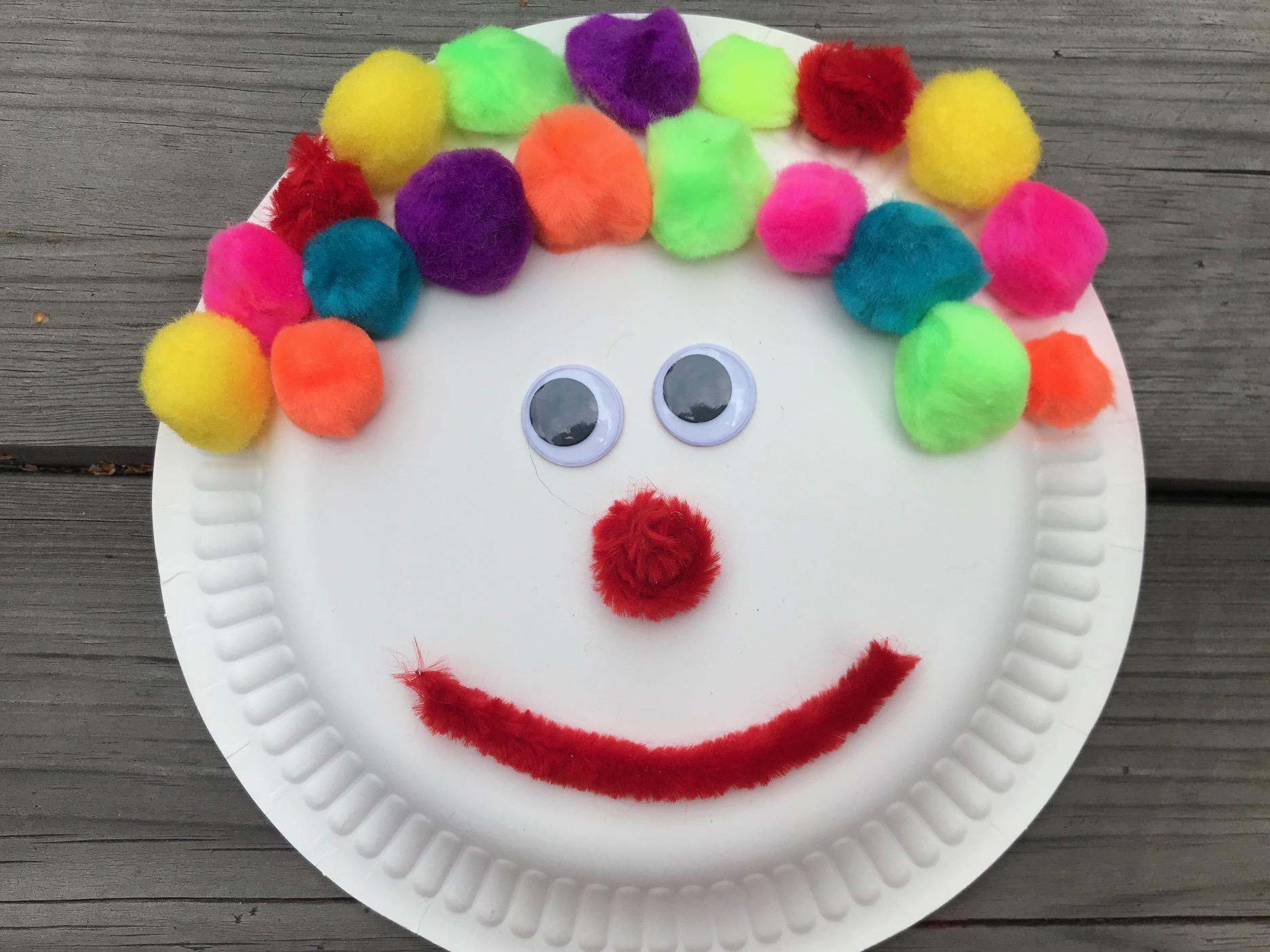 klaun z talerzyka papierowego