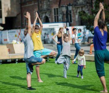Taniec i ruch dla najmłodszych. Piknik rodzinny IKM w Parku Uphagena