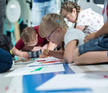 Którędy do sztuki. Co tam jest w środku? Warsztaty dla rodzin z dziećmi ze spektrum autyzmu. Katowice
