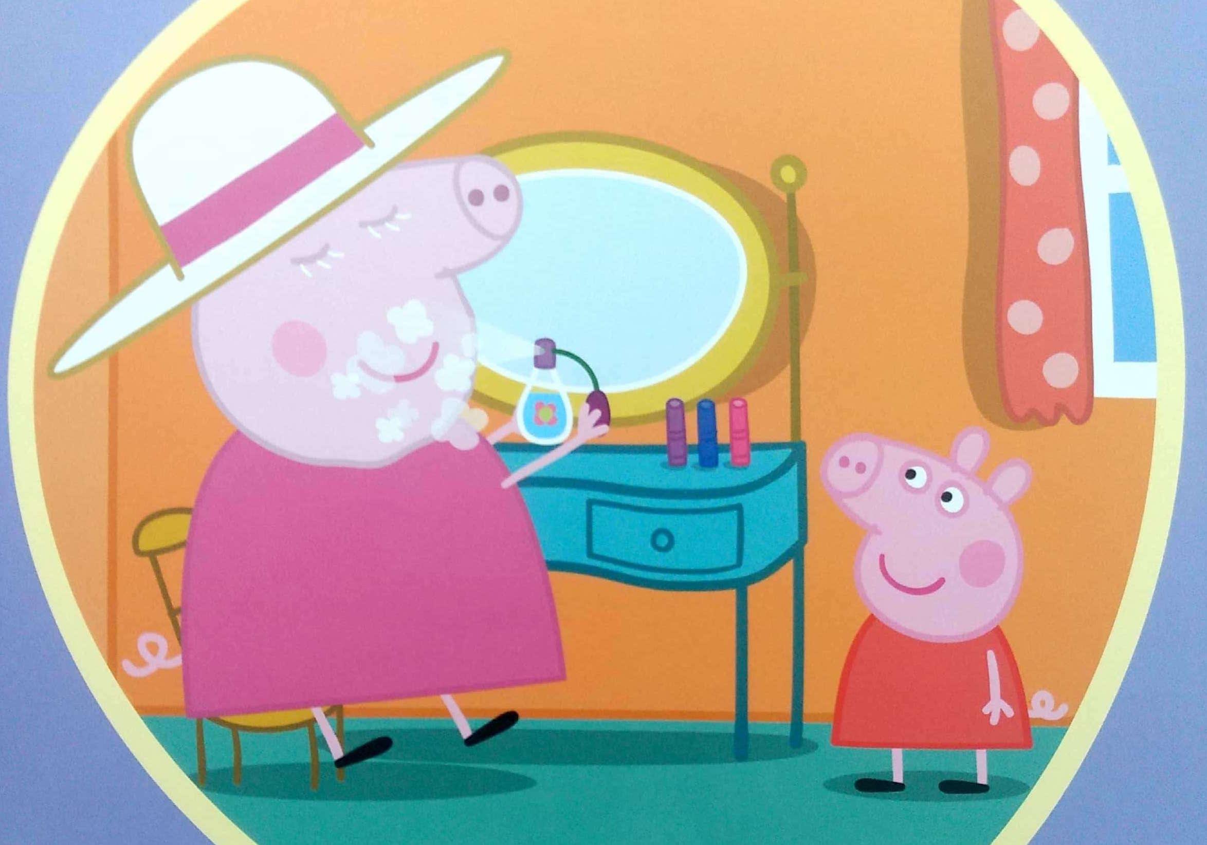 Babcia świnka perfumuje się