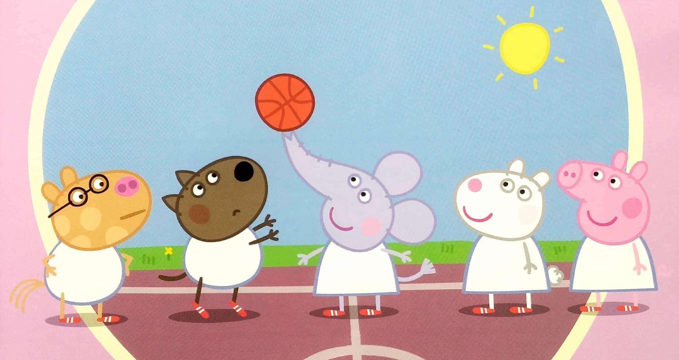 Świnka Peppe pra w koszykówkę