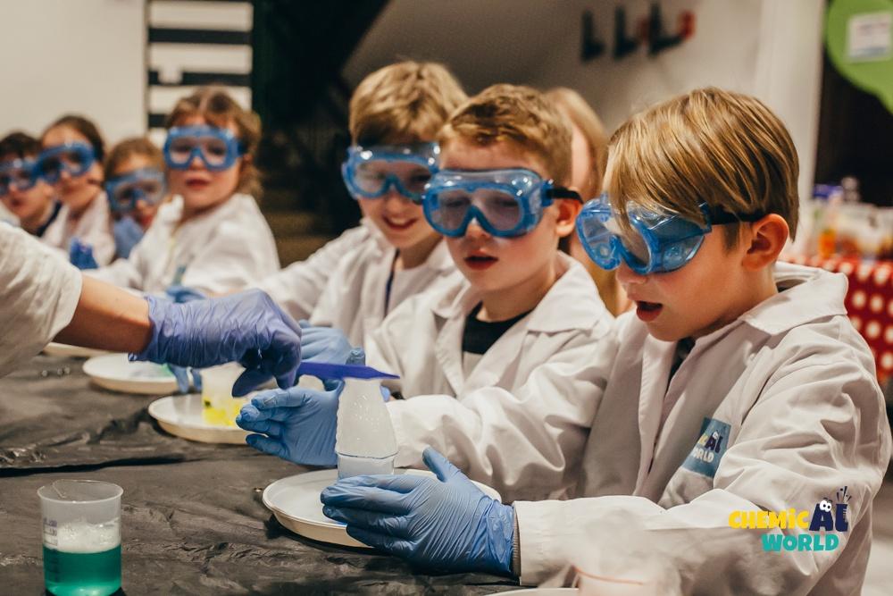 Warsztaty chemiczne w Family Project