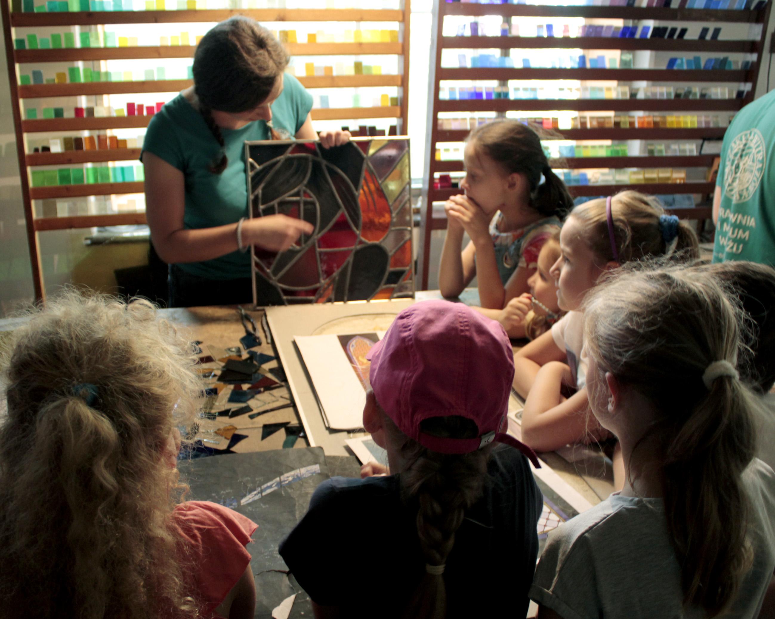 Sobotnie Poranki w Muzeum Witrażu: Świetliste rozety z bibuły
