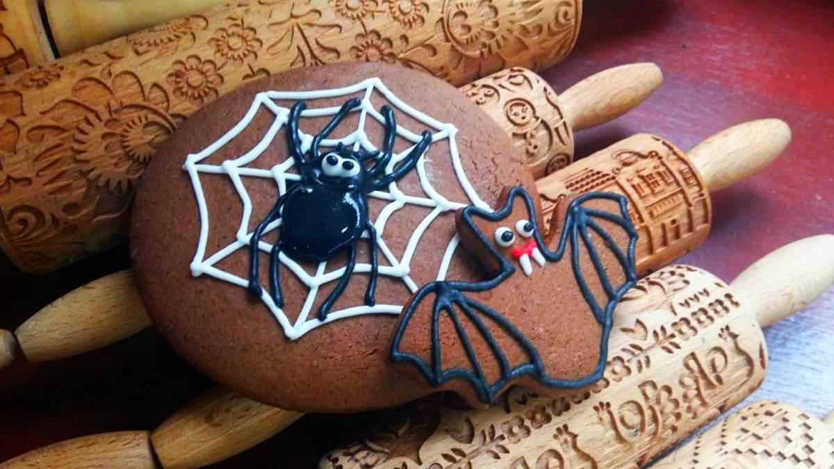 Zrób własnego pająka i nietoperza na Halloween