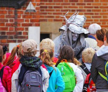 Dzieci na wycieczce w Krakowie