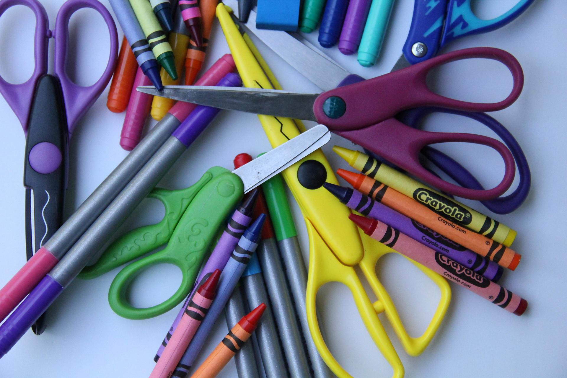 Nożyczki zagadki o przyborach szkolnych