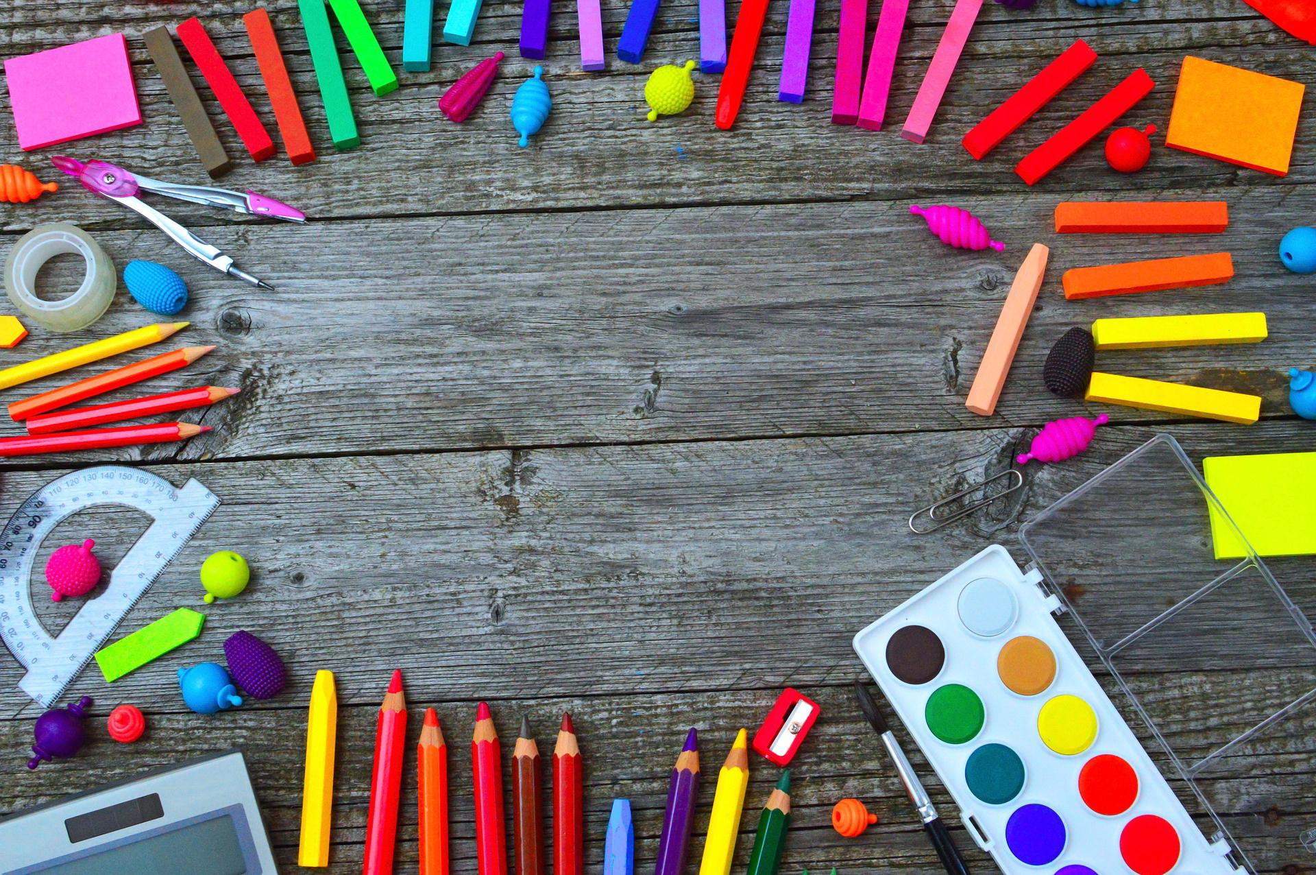 zagadki dla dzieci z odpowiedziami przybory szkolne