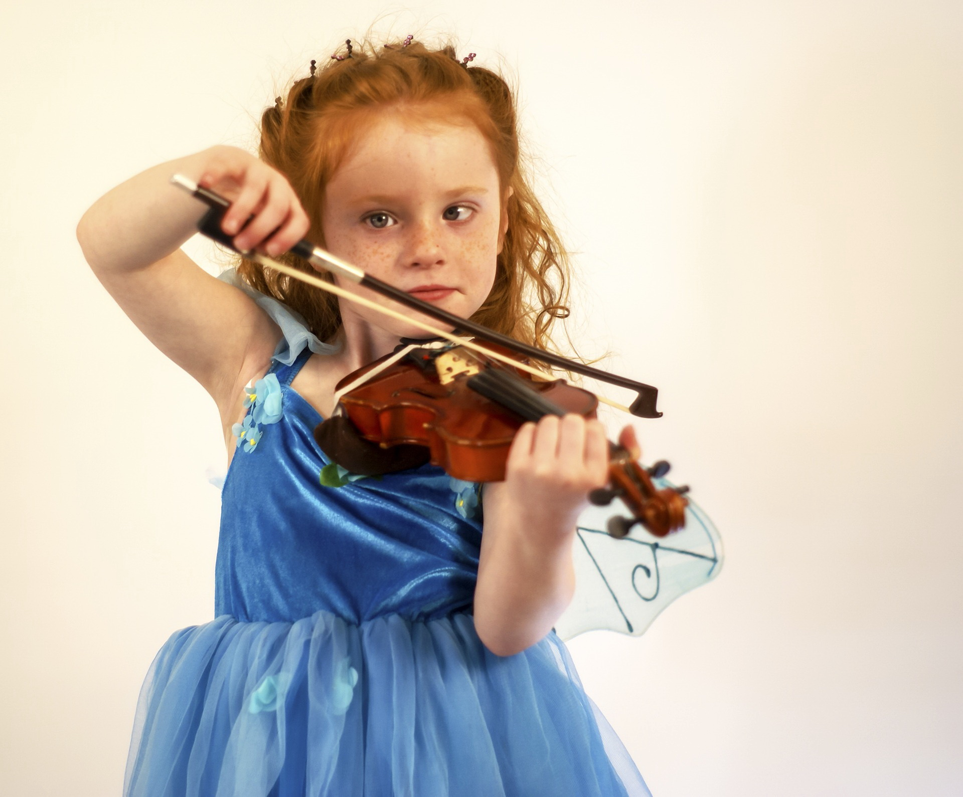 Zagadki dla dzieci o instrumentach, skrzypce. Edukacyjne zgadywanki