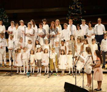 Śpiewajmy z Agatą Steczkowską: Przylecieli Aniołkowie