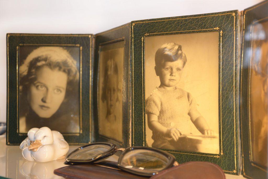 Rodzinny album w stylu retro - muzealne atelier fotograficzne