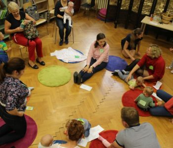 Biblioteczna Akademia Niemowlaka – Zabawa w zimno-ciepło