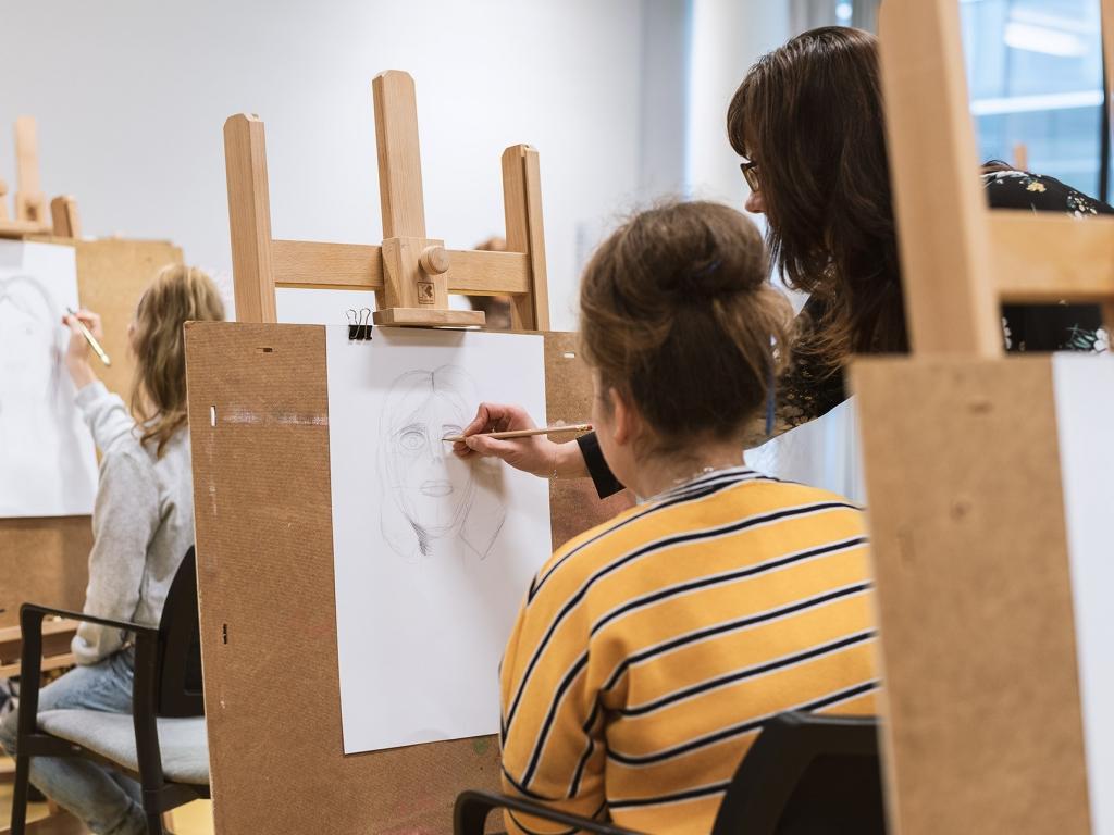 Młoda pracownia: Rysunkowe wprawki do studium modela - warsztaty. Katowice