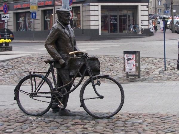 Stary Marych na rowerze