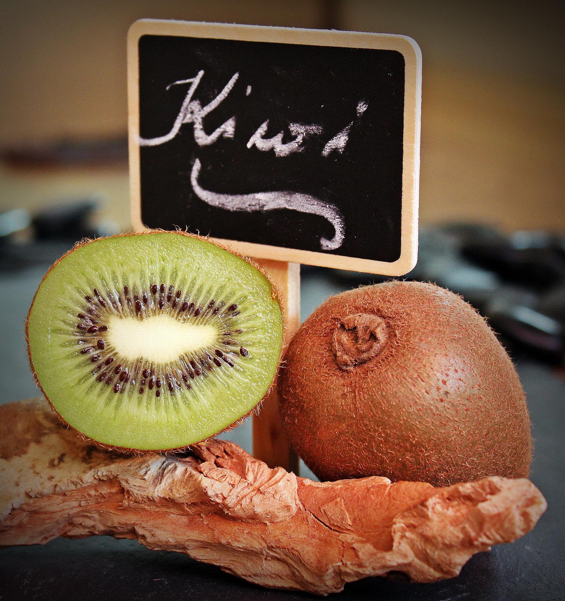 Śmieszna zagadka o owocach. LOgiczne zagadki dla dzieci z odpowiedziami