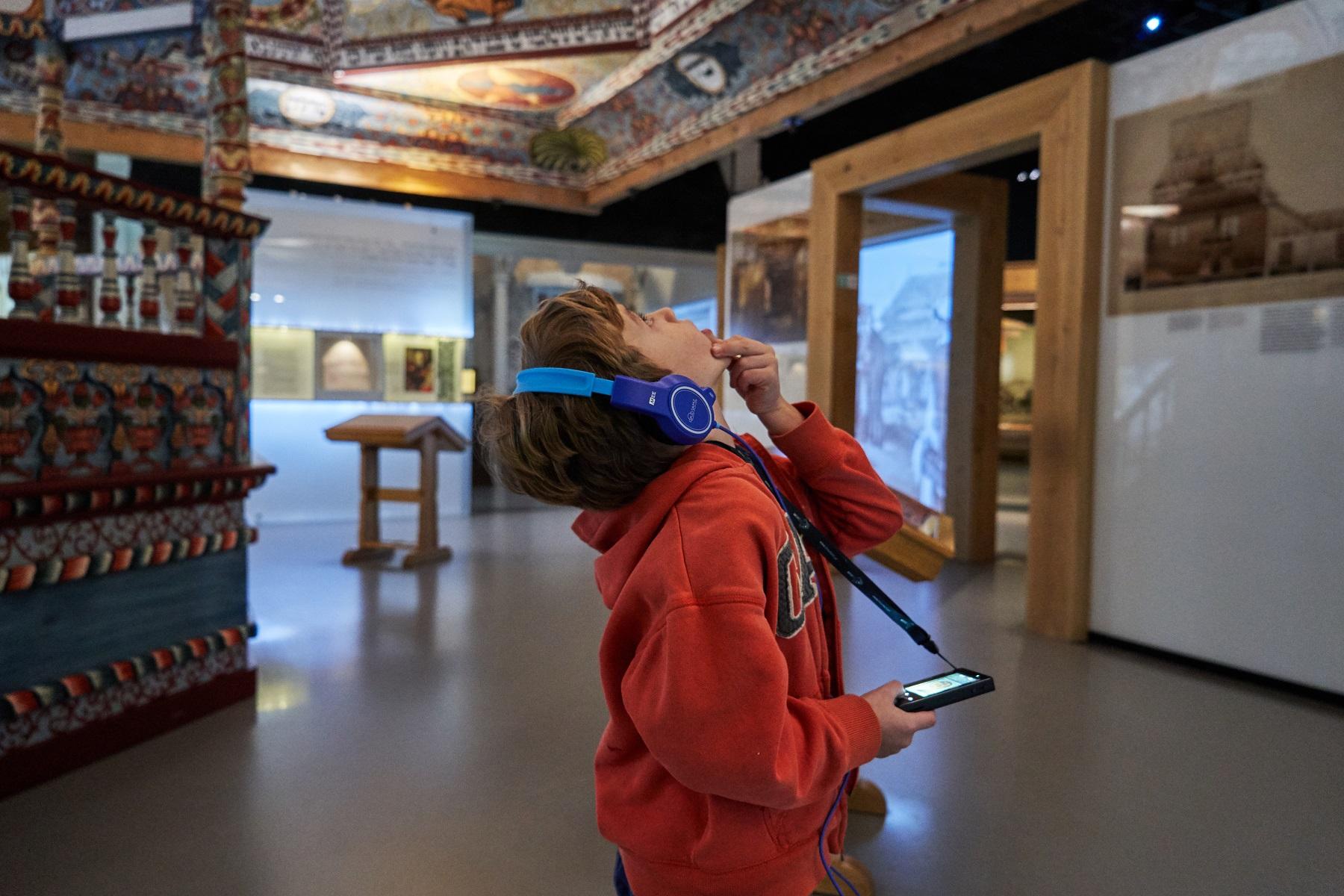 Audioprzewodnik dla całej rodziny - nowość w Muzeum POLIN