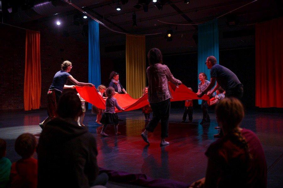 Spektakl interaktywny: Gdzie kształty mają szyje