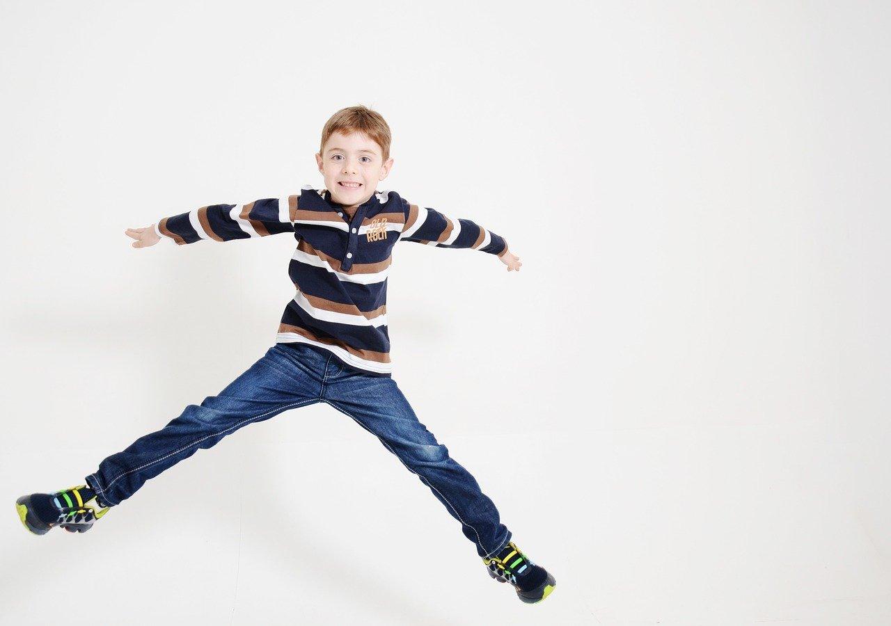 Ćwiczenia ruchowe w domu dla dzieci. Gimnastyka w domu pomysły
