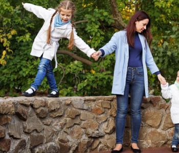 Pandemia a spacery z dziećmi czy wychodzić z dziećmi na spacer