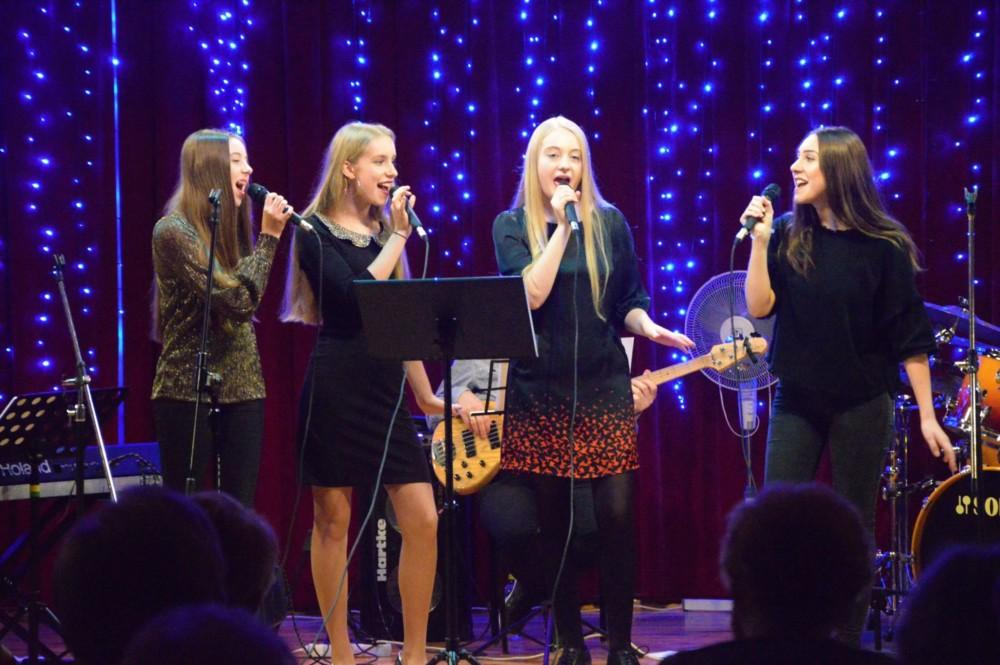 Koncert z okazji Dnia Kobiet w wykonaniu dzieci i młodzieży