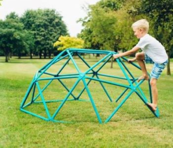 Jak zachęcić dziecko do zabawy na dworze?