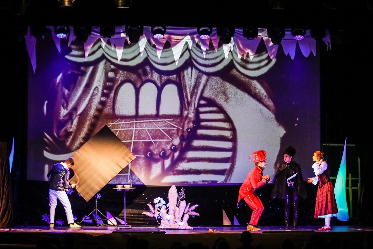 Królowa Śniegu - spektakl Teatru Piasku w Pile