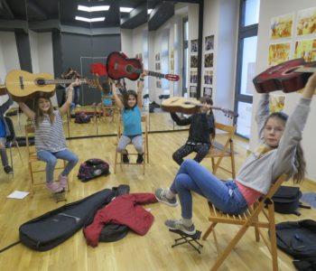 Wirtualne zajęcia gitarowe dla dzieci