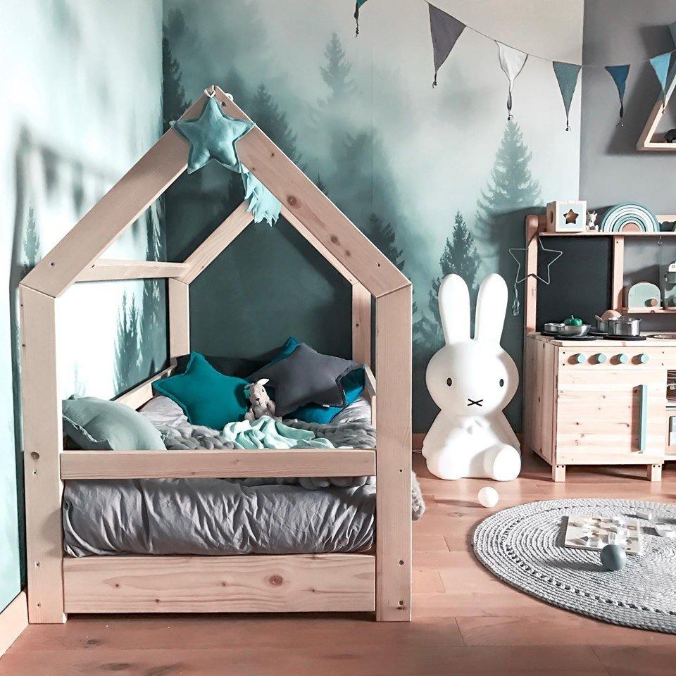 Łóżko domek i inne bajeczne meble oraz akcesoria do pokoju dziecięcego