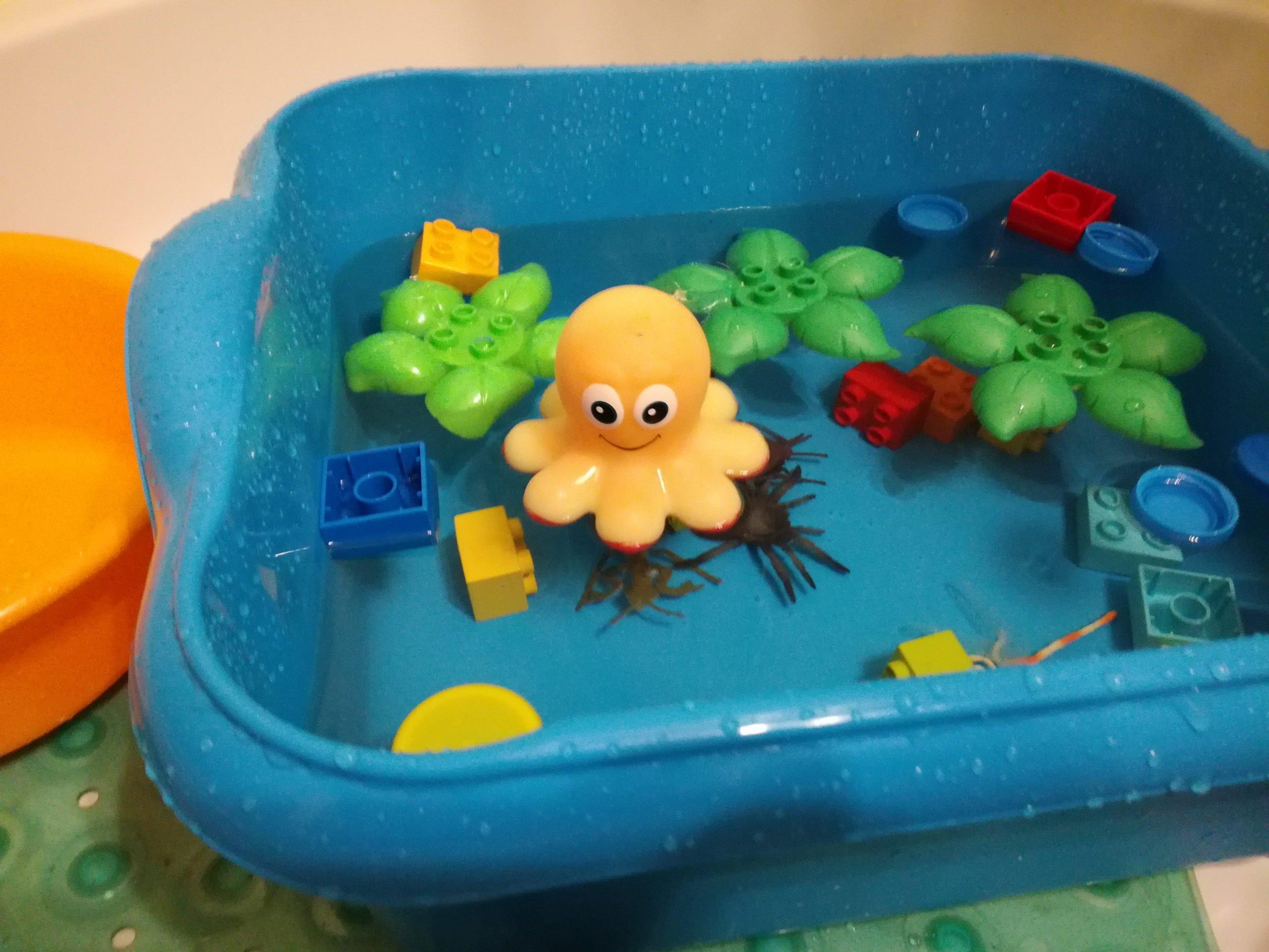 prosta zabawa z wodą dla dzieci w domu