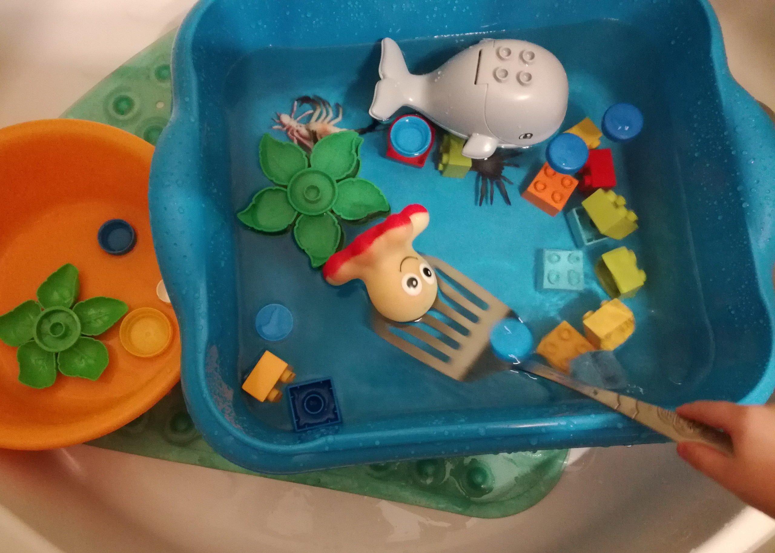 Co robić z maluchem w domu zabawy z wodą