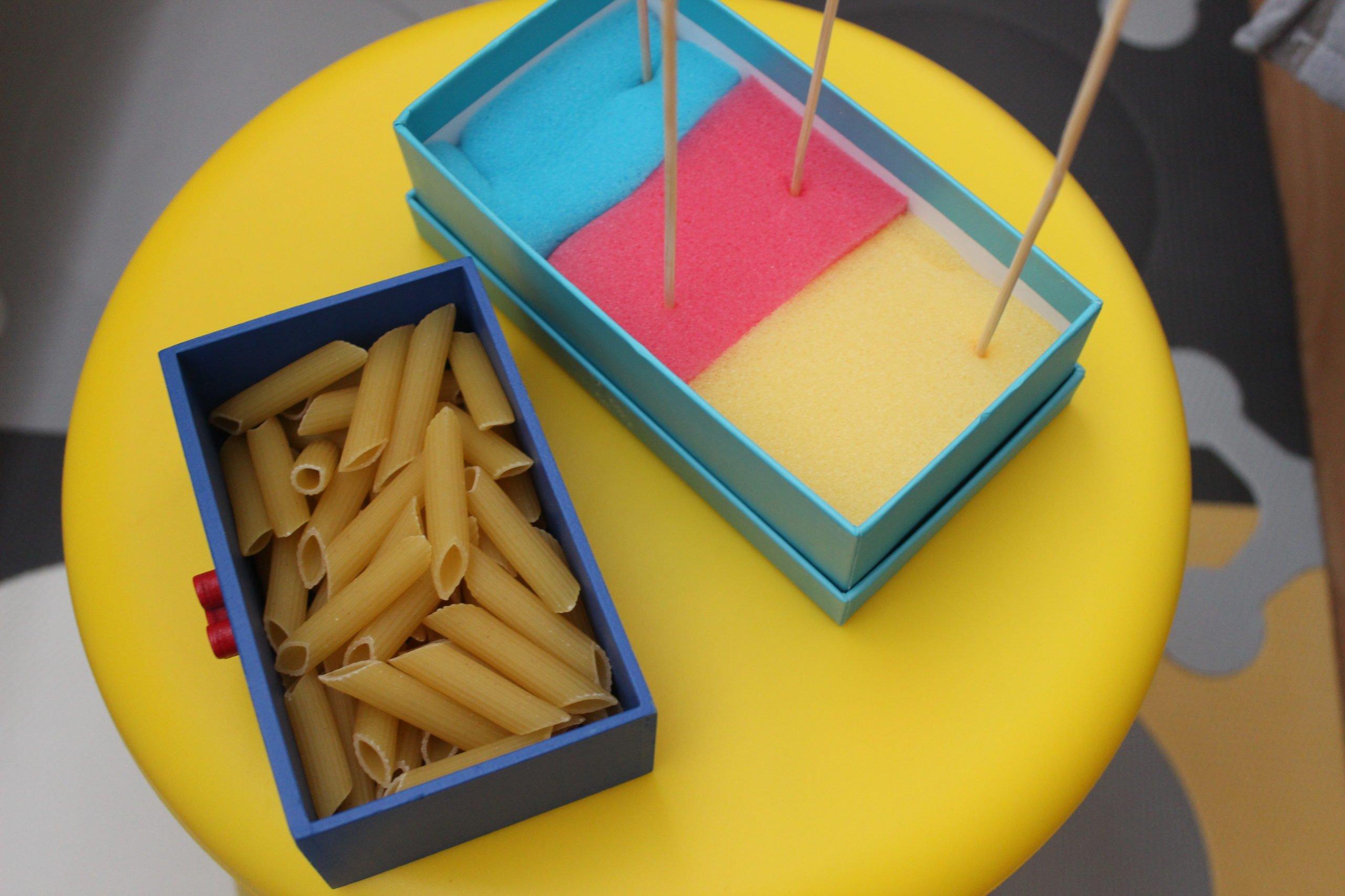 Sorter dla dzieci zrobiony w domu z makaronu