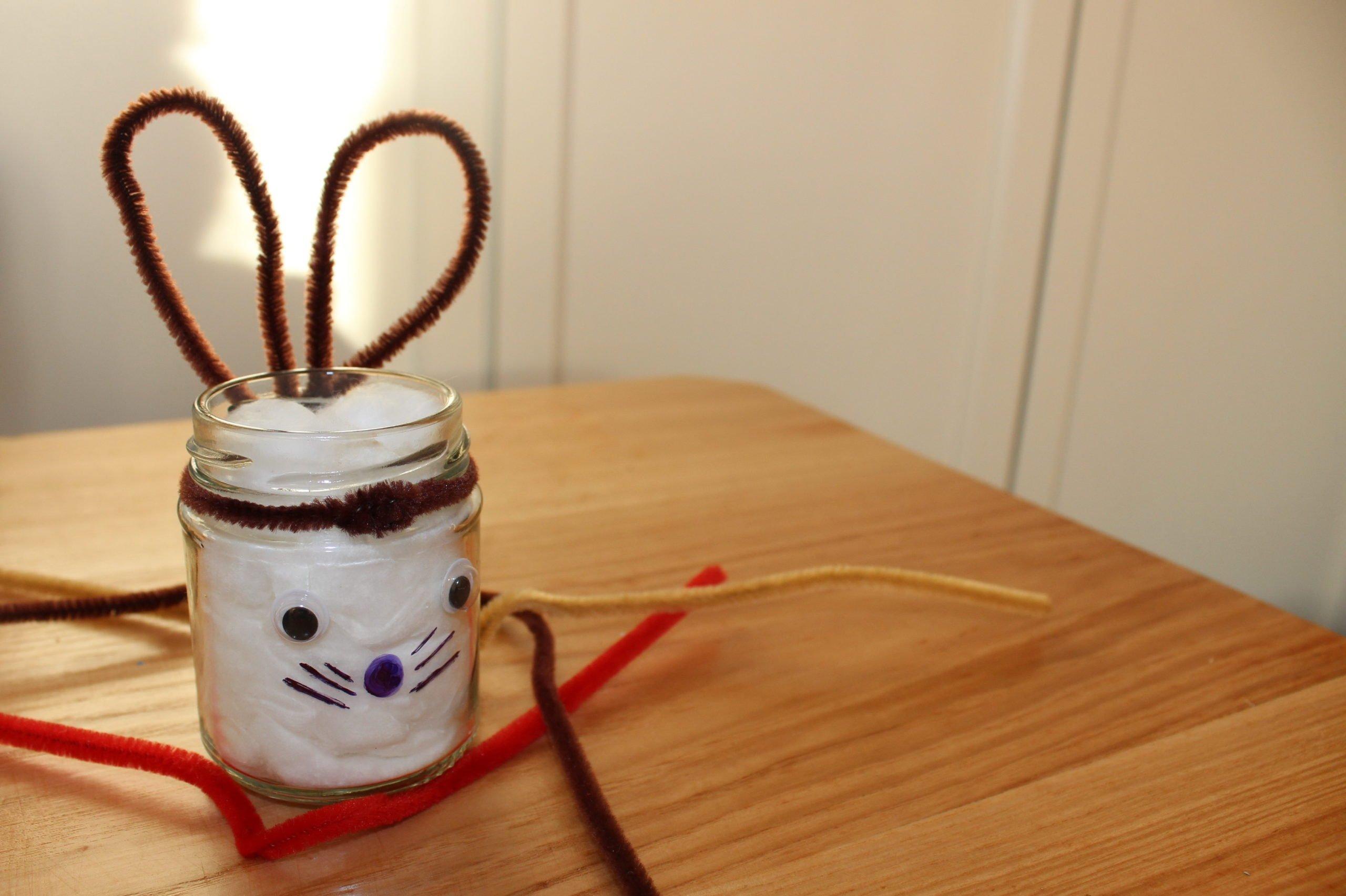 Jak zrobić królika wielkanocnego na słoiku z rzeżuchą, zabawa dla dzieci