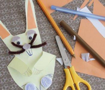 Papierowy zajączek z odrysowanej dłoni
