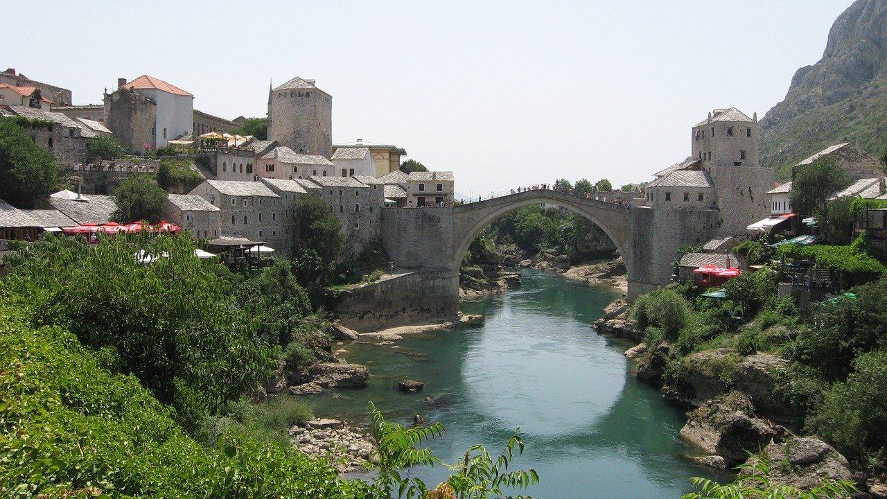 Kolej Sarajewo-Ploce przezBośnię i Hercegowinę