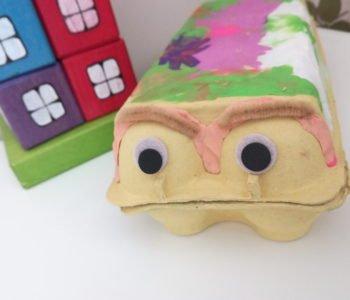 Zabawy z pojemników po jajkach kosmiczny autobus łatwe diy dla dzieci