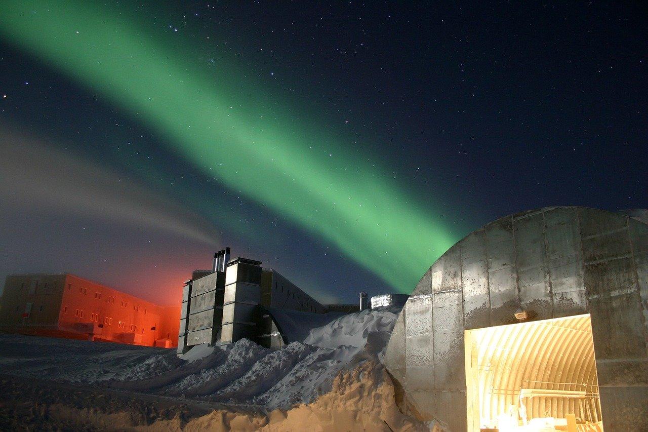 Światła Południa -zorza polarna Aurora australis