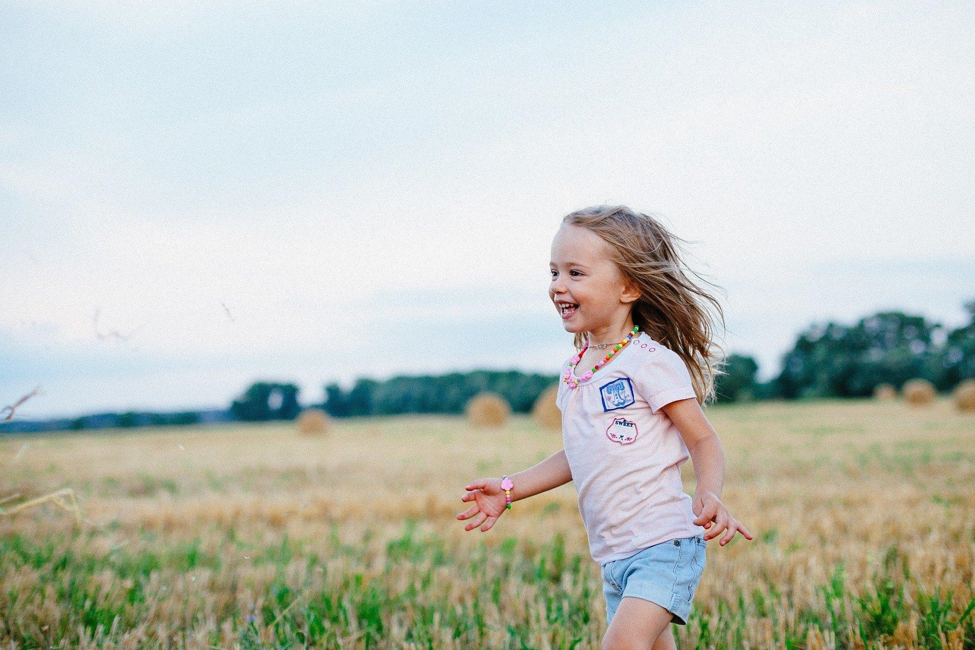 Zabawy na lato, wakacyjne zabawy dla dzieci w domu i na dworze