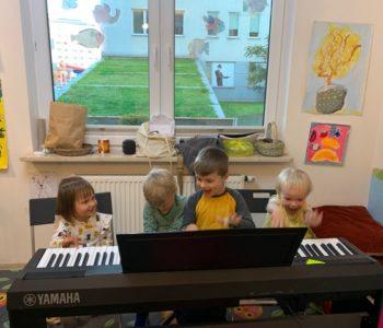 Nauka gry na instrumentach online oraz w siedzibie Fundacji Muzyczna Przystań
