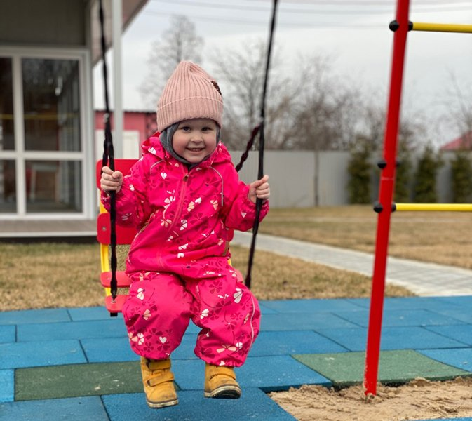 Huśtawka ogrodowa dostosowana do wieku dziecka