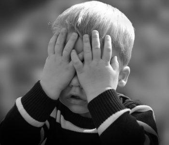 """Twoje dziecko zachowuje się """"dziwnie""""? To może być problem z integracją sensoryczną"""