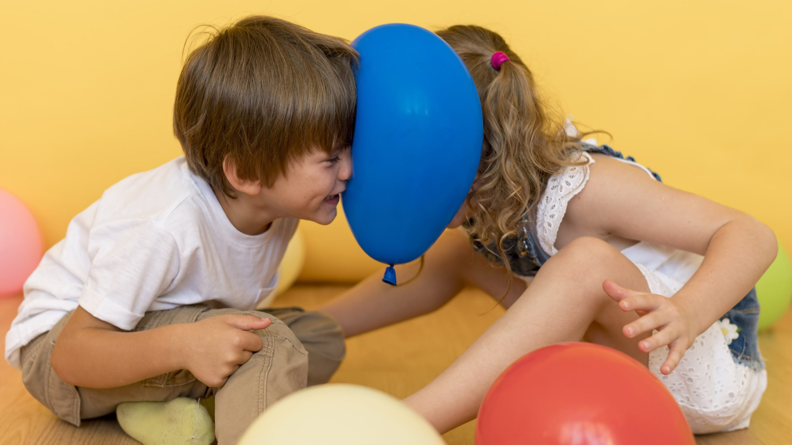 Zabawy sensoryczne w domu, integracja sensoryczna ćwiczenia z dzieckiem