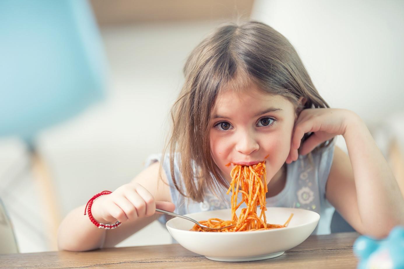 Zadławienie u dziecka, osoby dorosłej i seniora. 5 najczęstszych przyczyn