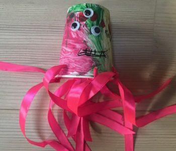 Ośmiornica z kubków jednorazowych, zabawy plastyczne dla dzieci w domu i przedszkolu