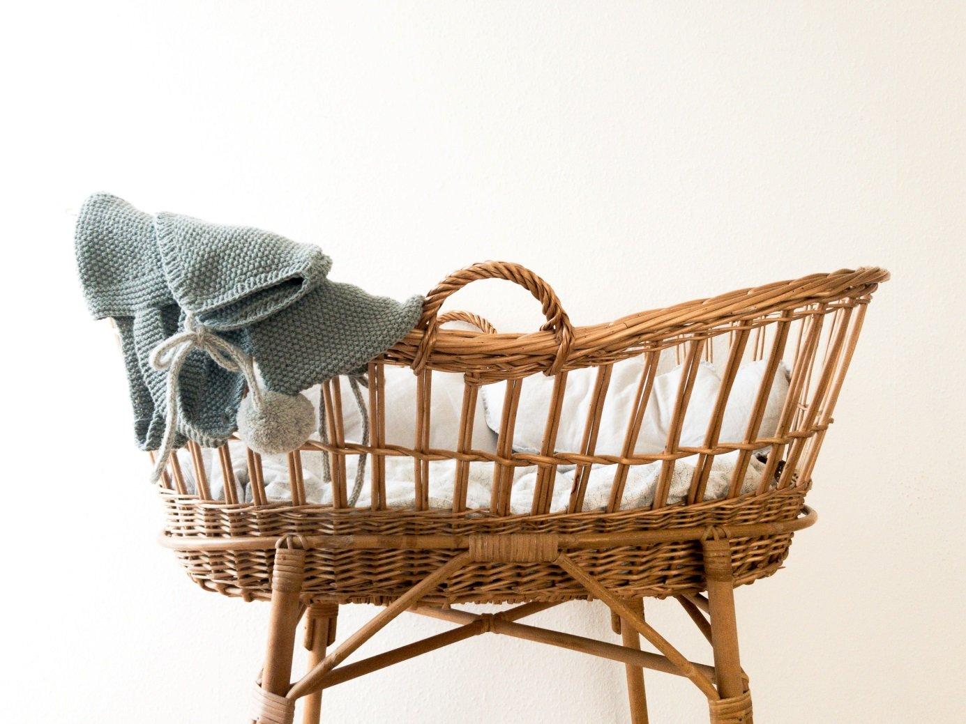 wiklinowy koszyk dla dziecka – akcesoria dla niemowlaków