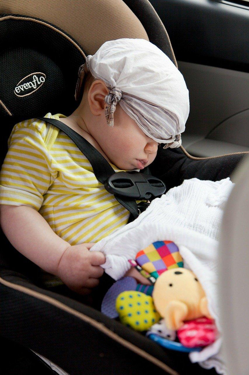 Foteliki samochodowe – zadbaj o bezpieczeństwo dziecka