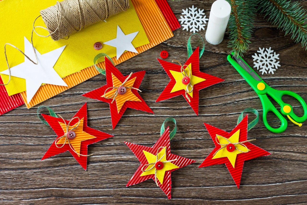 Jak zrobić gwiazdki z papieru? Świąteczne DIY dla dzieci