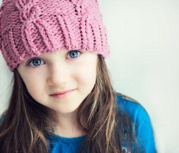 Dziewczynka w różowej czapce
