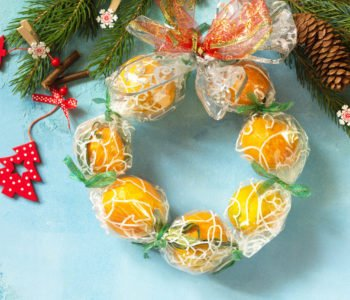 Bożonarodzeniowy wieniec z pomarańczy
