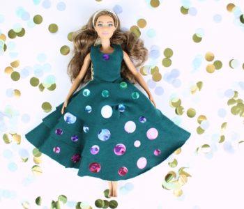 Lalka Barbie w zielonej sukience