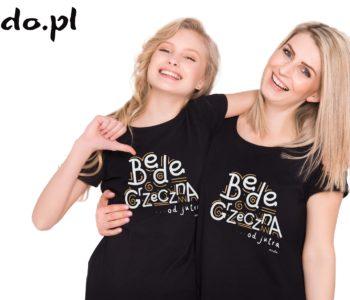 mama z córką w czarnych koszulkach z napisem będę grzeczna