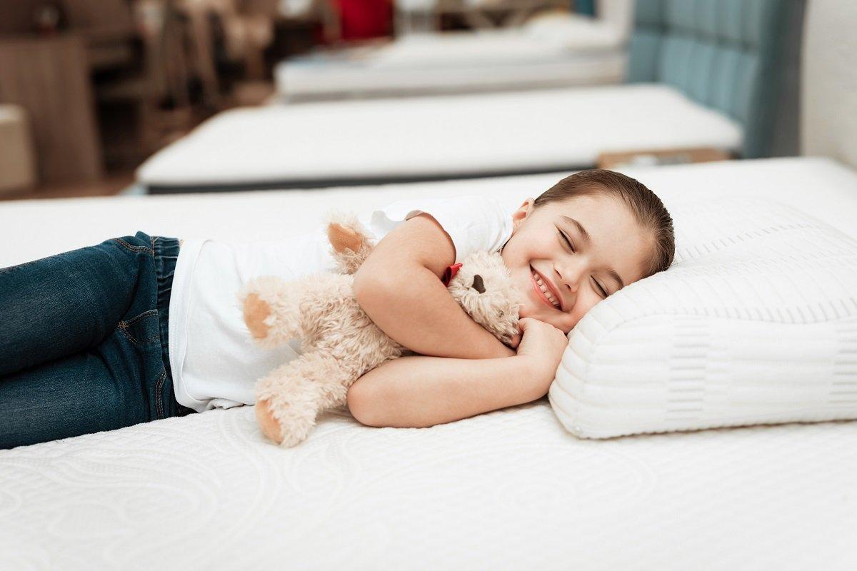 Materac dziecięcy – na jakie parametry warto zwrócić uwagę przy zakupie?